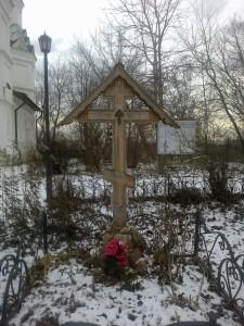 крест о Виктора спереди